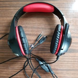 NWOT LED Red Light Glow Gaming Headset Headphones